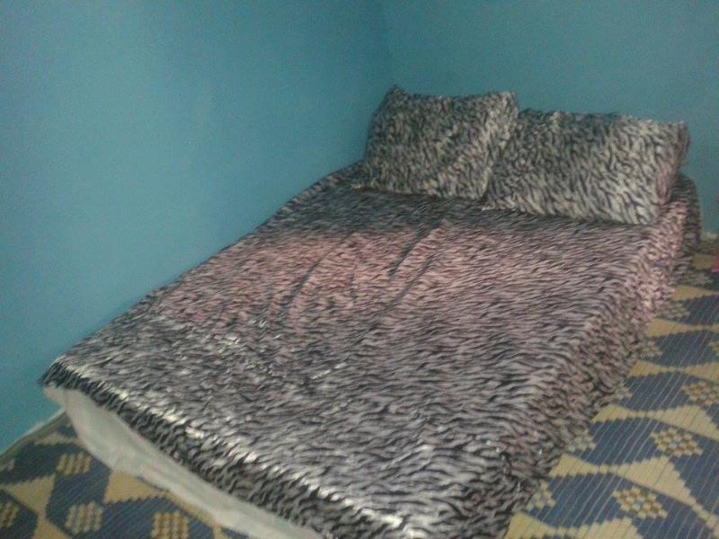Chambre avec lit 2 personnes (matelas confortable)