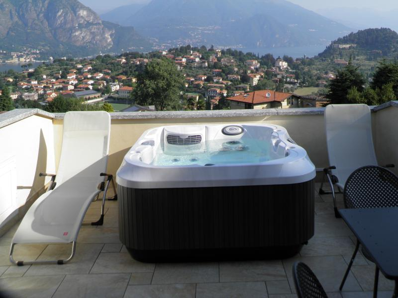 Jacuzzi on the terrace with panoramic views of the two branches of the Lake
