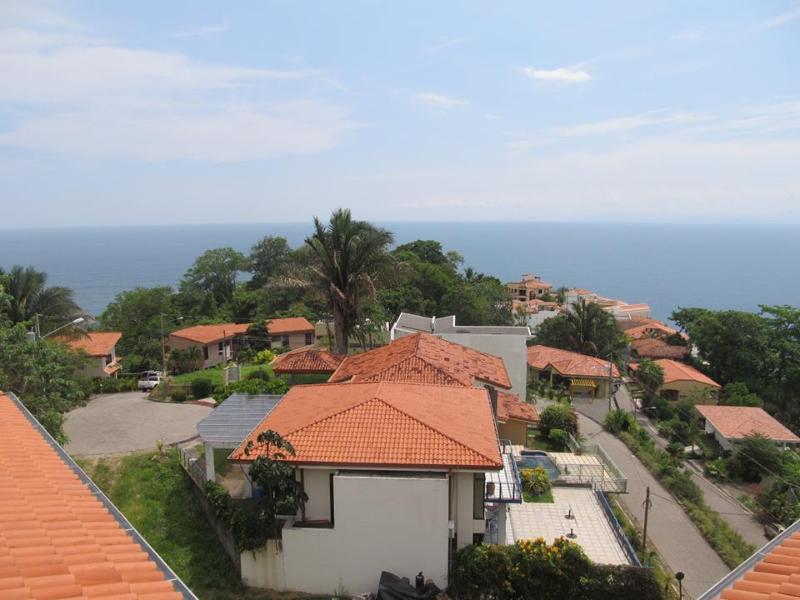 Ocean front Tower in Punta Leona, near San José CR, Ferienwohnung in Herradura