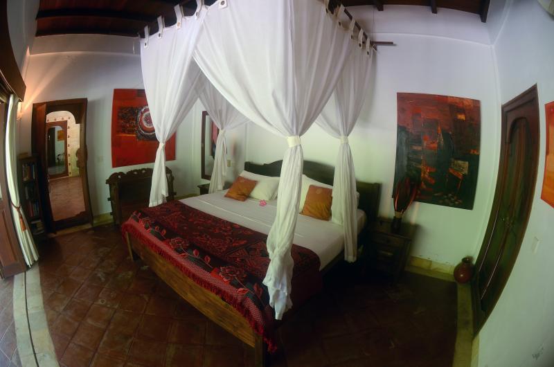 Slaapkamers zijn uitgerust met airconditioning en fans.