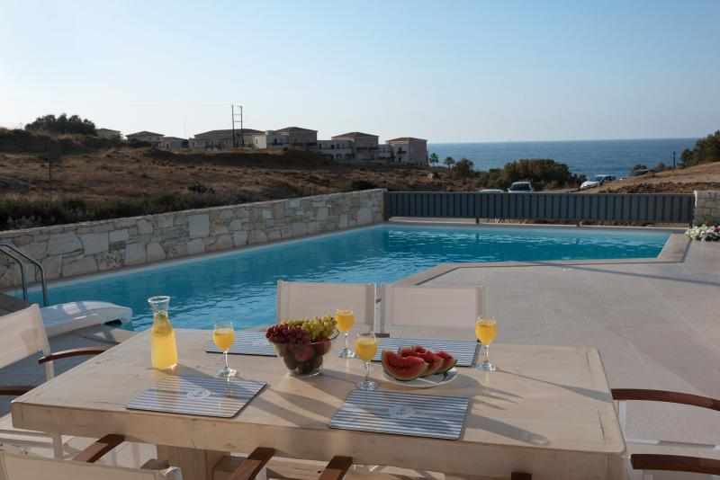 ,Villa Levanda with pool ,50m from beach/shops., vacation rental in Panormos