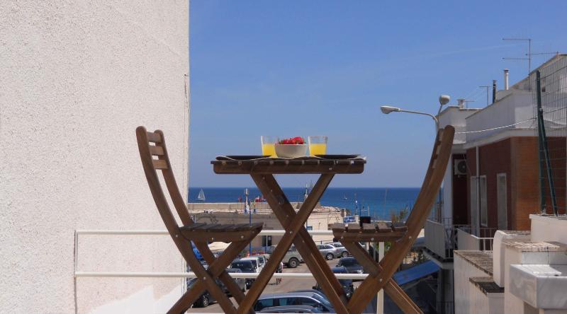 La terraza con una hermosa vista sobre el mar de Ostuni