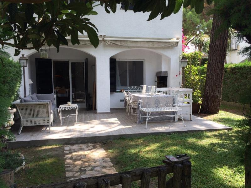 Newly refurbished house at Pals beach with Pool, big beach with safe spaces, location de vacances à Pals