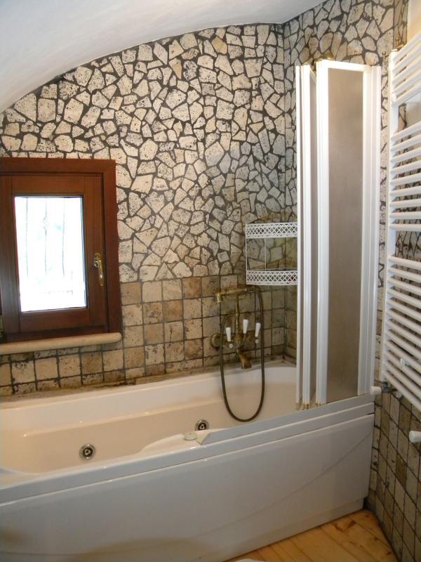 Bagno padronale interno alla camera da letto (un ulteriore bagno è presente nella zona living)