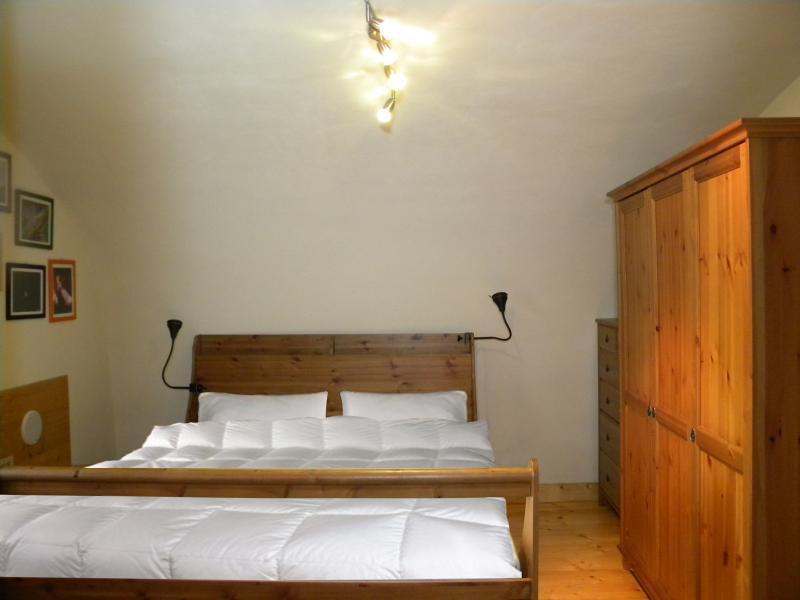 Camera da Letto padronale, con parquet,  bagno interno e vista sulla valle
