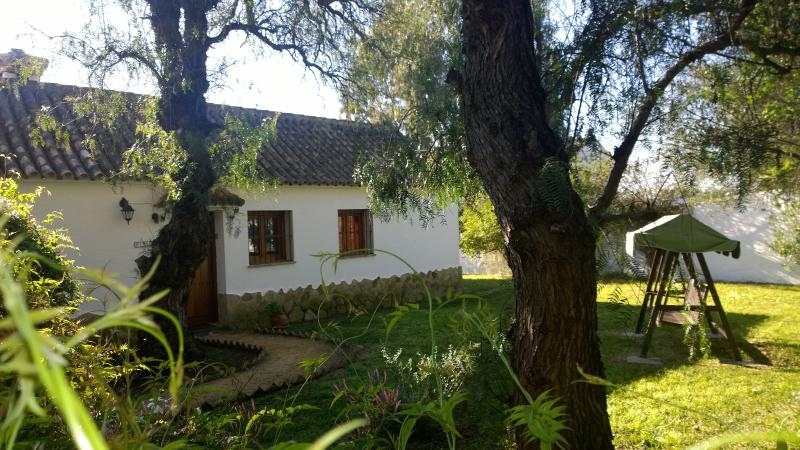 Pimienta - country house with shared pool on spacious finca near beaches & Vejer, holiday rental in Vejer de la Frontera