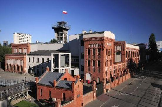 Warsaw Uprising Museum is only 800 meters from the apartment.