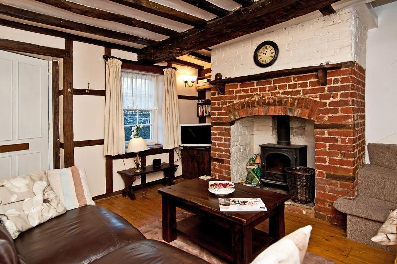 Charming 2 bed cottage in super City location, vacation rental in Chichester