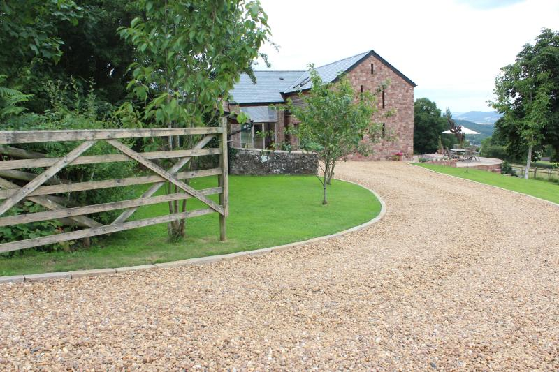 Little Wern Farm B & B, holiday rental in Llandogo