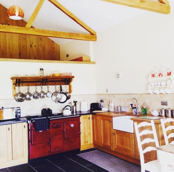 Ανοιχτή κουζίνα με φούρνο AGA
