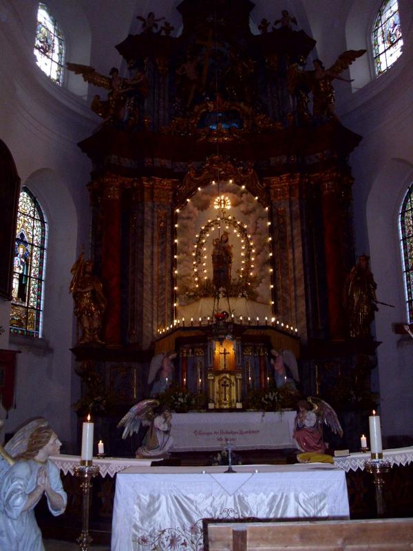 Pohled na oltá? Mikulášovického kostela Sv. Mikuláše