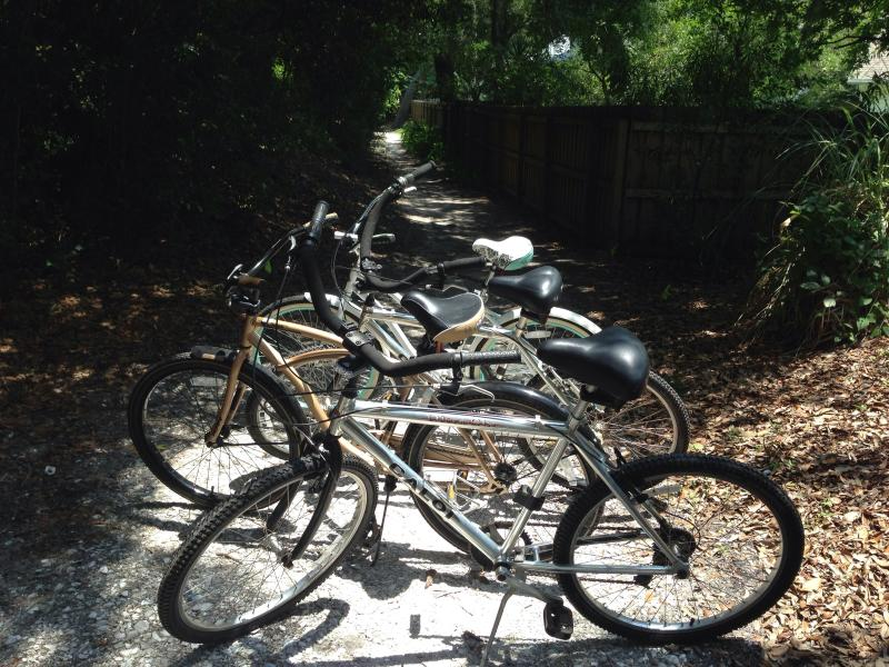 Two six speed  and two single speed beach cruisers