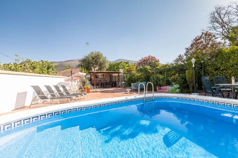 Casa Jatar large affordable property with private pool, garden & WIFI., aluguéis de temporada em Otura