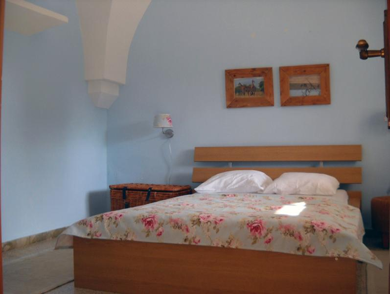 Bedroom with double bed of 140 x 200 cm
