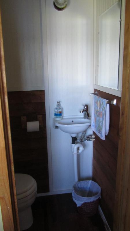 bathroom off front bedroom.