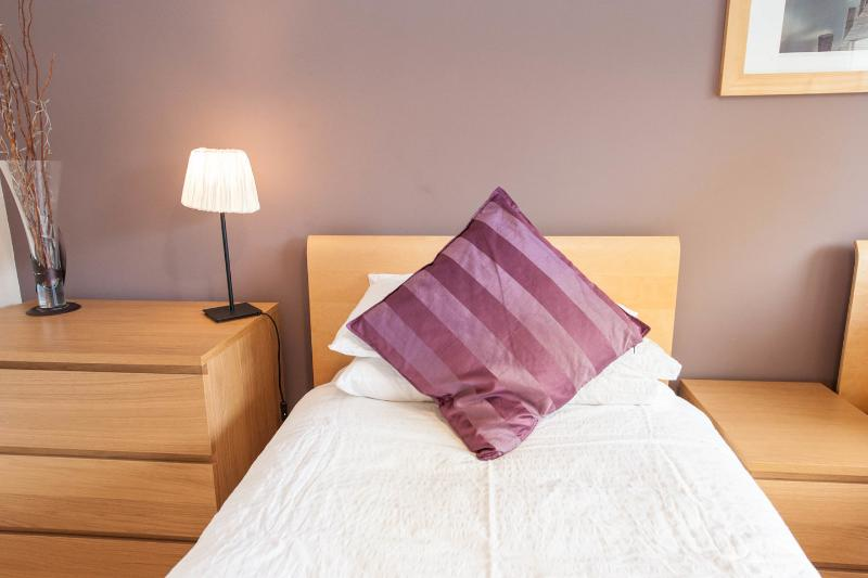 La camera da letto doppia con letti singoli