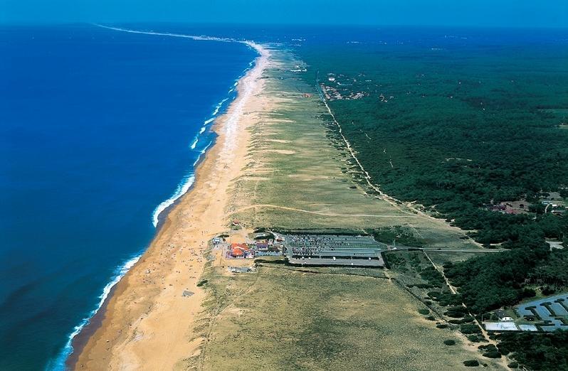 L'océan et l'immense plage à perte de vue n'est qu'à 950 mètres de notre appartement