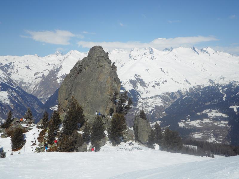 Rocher de Deux Têtes dominant Arc 1600