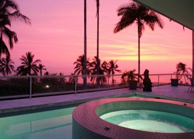 Atemberaubender Sonnenuntergang bei Aloha Shores