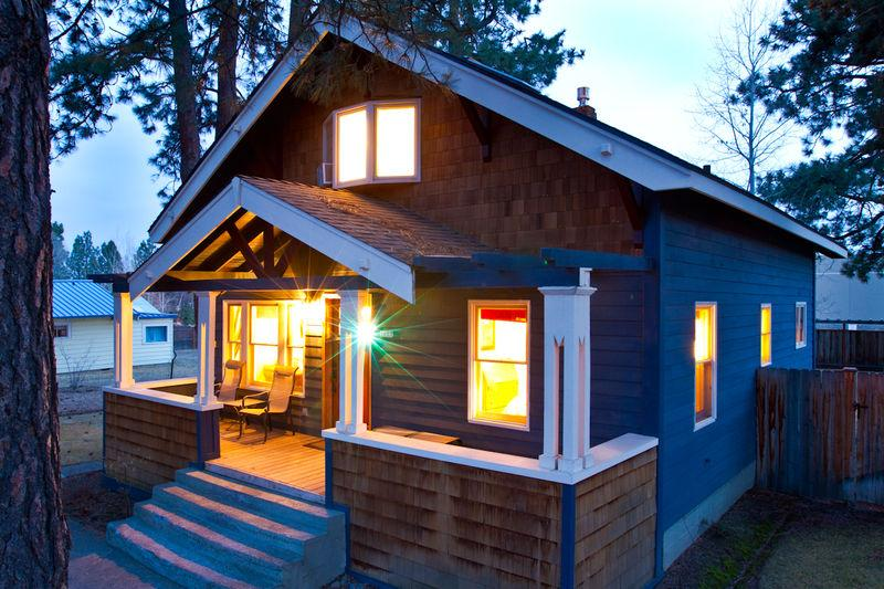 Albany is a charming cottage near Downtown Bend and the Old Mill District