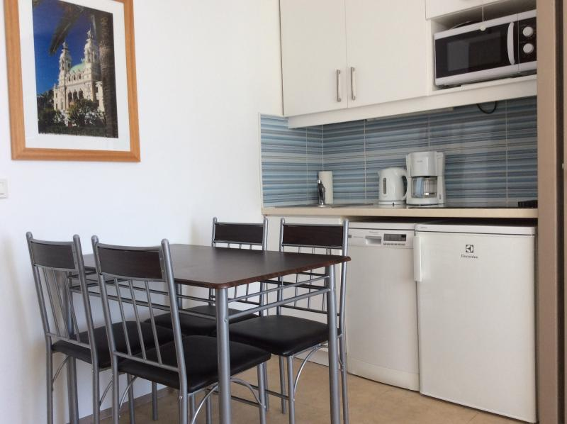 Small well equipped kitchen. Microwave/oven,fridge/freezer, 4ring hob, dishwasher etc.