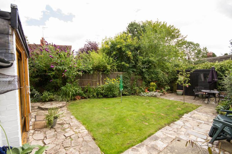 Lovely garden for wildlife and furniture for you to relax in peace.