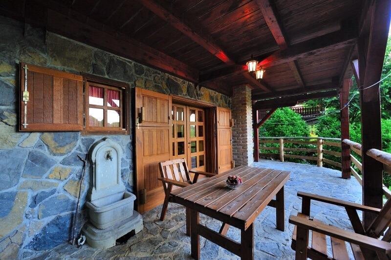 Drvena kuca, holiday rental in Otok Ostarijski
