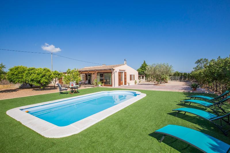 SHOSTALET - Villa for 4 people in ALGAIDA, vacation rental in Algaida