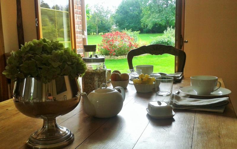 breakfast room view 5