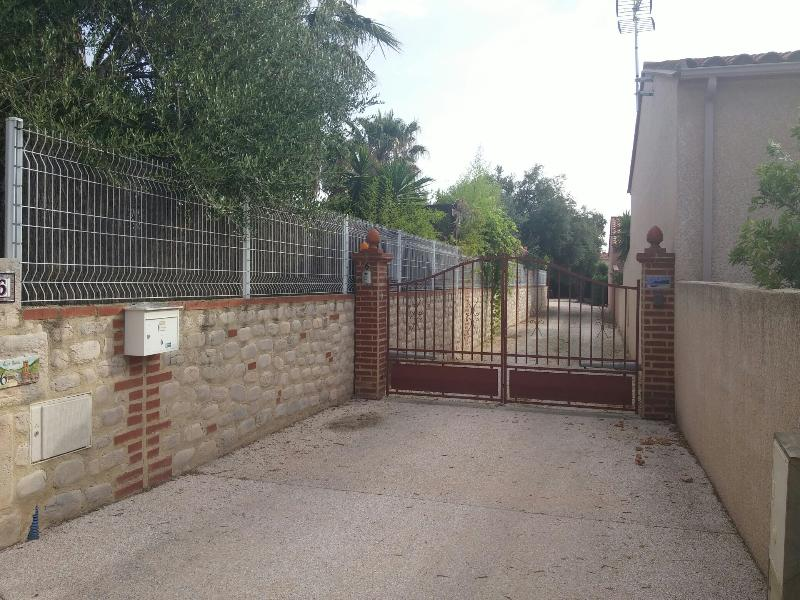 Private entrance with remote control security entrance