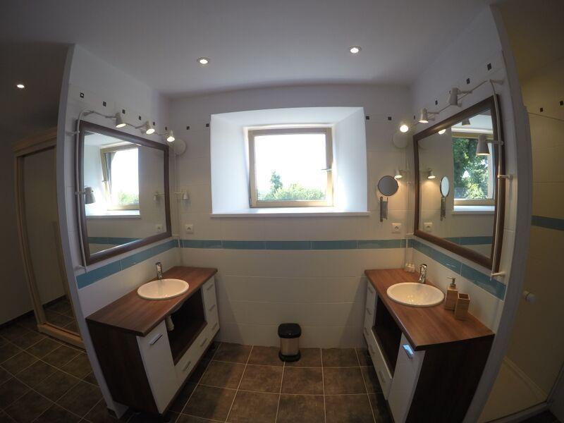 master en-suite double sinks