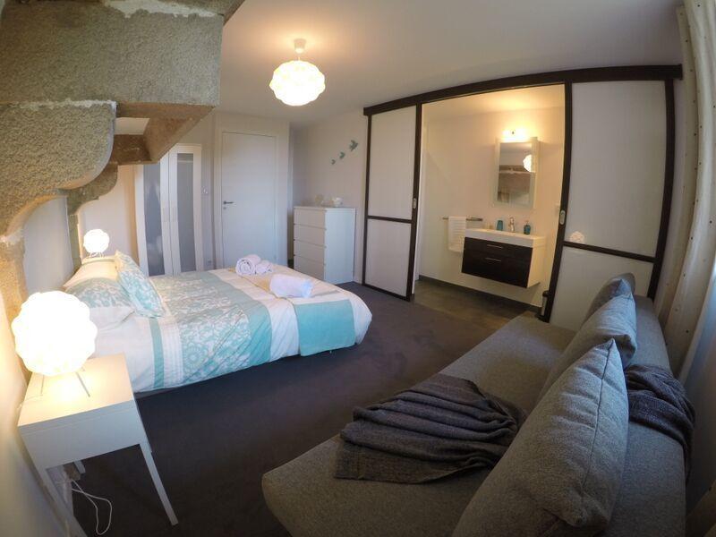 Double bedroom with Sofa bed & en-suite bathroom