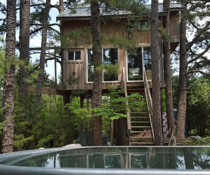Tiny House Treehouse an hr. from St. Louis. Relax, be in nature and restore your soul in the trees.