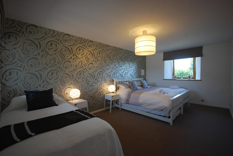 bedroom with superking & single - flexible beds