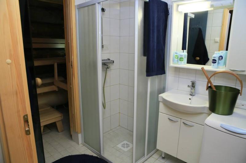 Bathroom with shower, sauna and washingmashine.