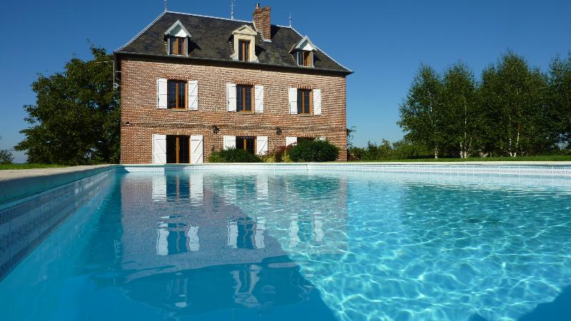 Elsewhere under the stars: B & B house with pool