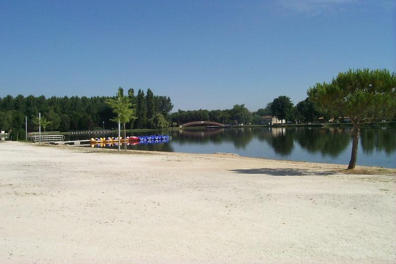 Local lakes at Les Gours and Aulnay. Beach, swimming, fishing, canoe trips.