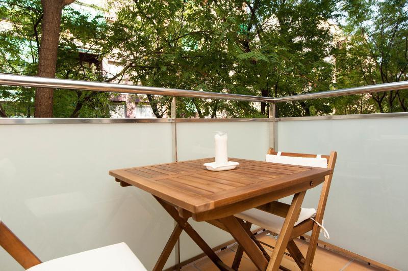 3 habitaciones. NUEVOS Apartamentos Navas 2, holiday rental in Barcelona
