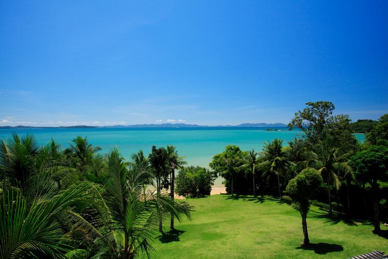 Luxury Villa: Private Beach, Pool & In-house Staff, casa vacanza a Ko Yao Yai
