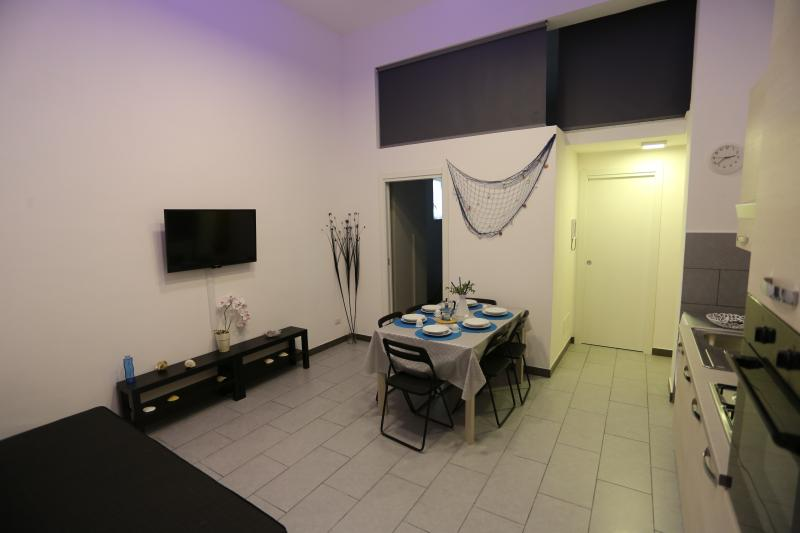 Up to 6 beds, very spacious. ideal for group holidays. Relax color change led