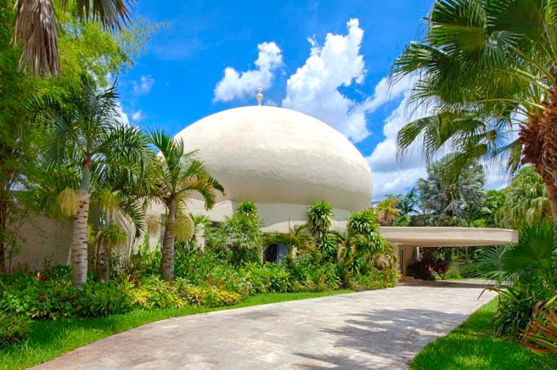 Miami Art Palace-  City Landmark Builded by the famous Earthquake scientist Humberto Contrerras.1984