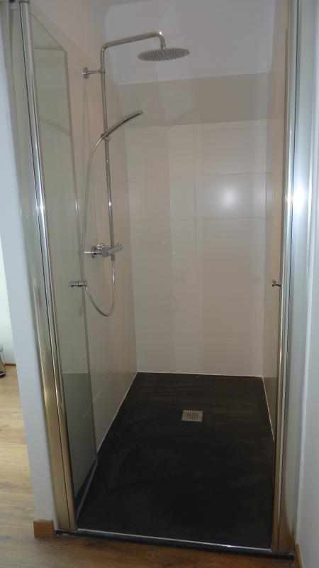 green room bathroom 2