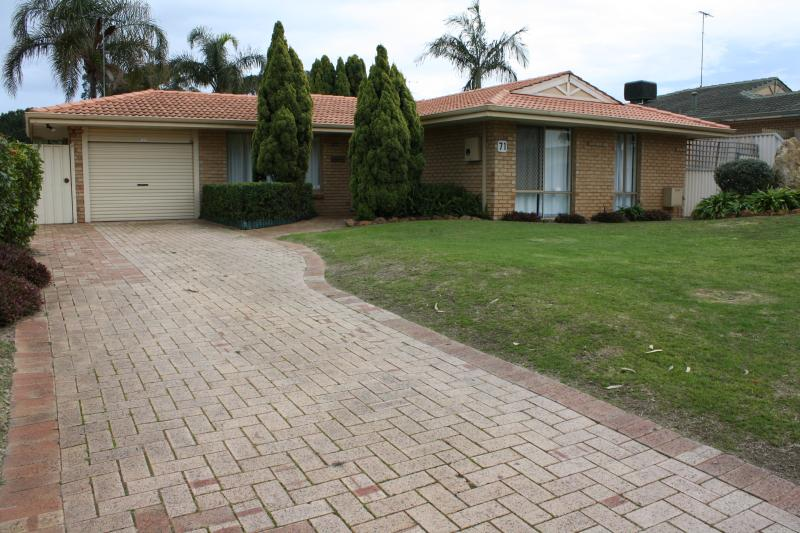 Canal Time Holiday Home - Great location free wifi, holiday rental in Mandurah