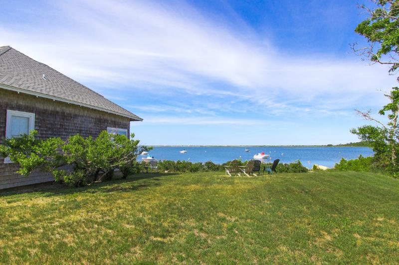 STANJ - Sengekontacket - Waterfront Cottage, Panoramic Views and Sunsets, vacation rental in Martha's Vineyard