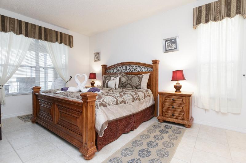 The Queen Bedroom first floor