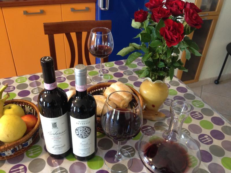 Merenda Sinoira: buon vino, pane e salame ....