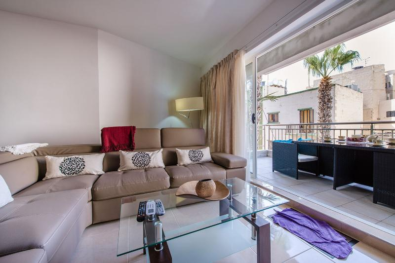 Luxury Apartment Close to the Sea (ENHANCED CLEANING PROTOCOL), holiday rental in Bugibba