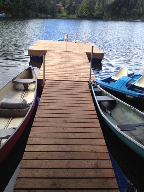Inquilinos pueden utilizar este muelle en lago Fiddler para nadar o usar un Pedalo