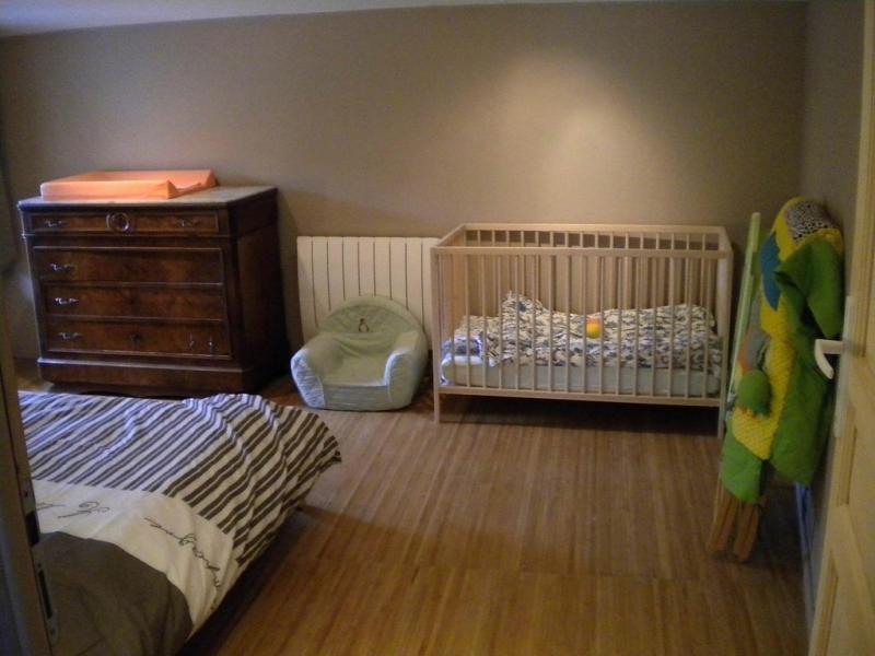 : 1 bebé del dormitorio, cambiar baño alfombra, parque, transat, etc.