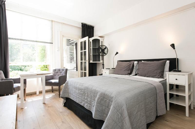 Central with private entrance, holiday rental in Amsterdam